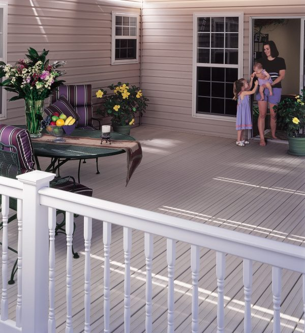 CertainTeed's EverNew® Oxford Vinyl Railing 2