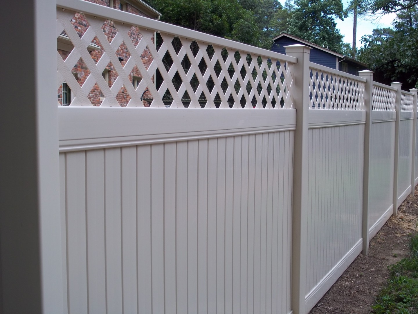 New Lexington Vinyl Fencing Maintenance Free