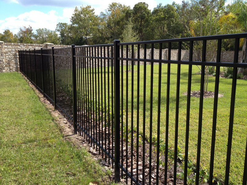 Vinyl Vs Aluminum Fencing What S The Difference