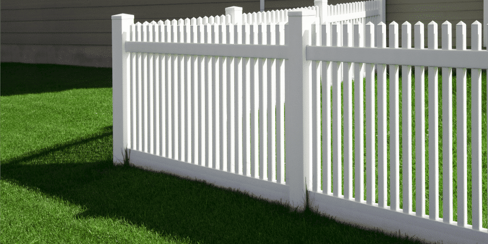 What is Plastic Fencing? And Should I Consider it for My Home?