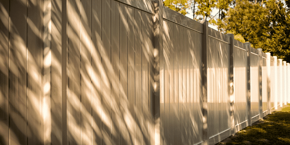 Vinyl fence reviews to help you decide on a kind of fence for your St. Louis area home