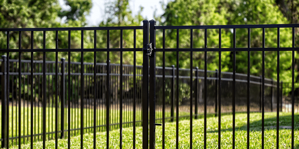 Finding a good aluminum fence company that will help you pick the right fence can often be difficult, but Maintenance Free Outdoor Solutions is here to help