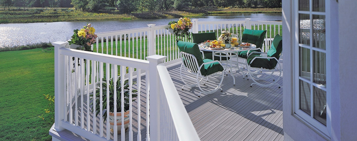 CertainTeed's EverNew® Oxford Vinyl Railing 5