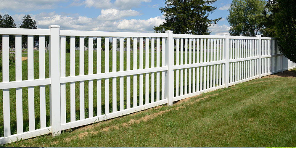 On the Fence? How to Choose the Best Fence for Your St. Louis Yard