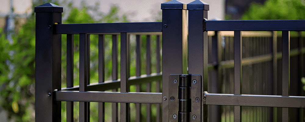 How to Clean an Aluminum Fence